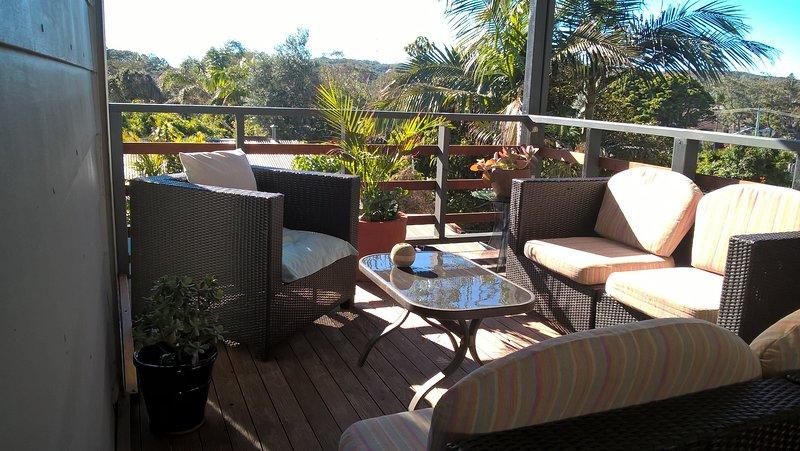 350 mtrs from beach! Heidelberg GetAway,Spacious & Clean w Spabath, Firepit, vacation rental in Anna Bay