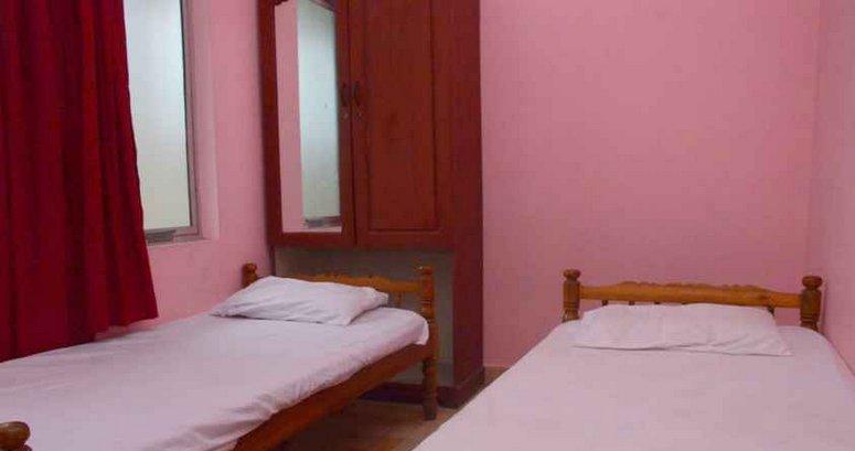 TVJ INN (Double Room 9), aluguéis de temporada em Cheruthoni