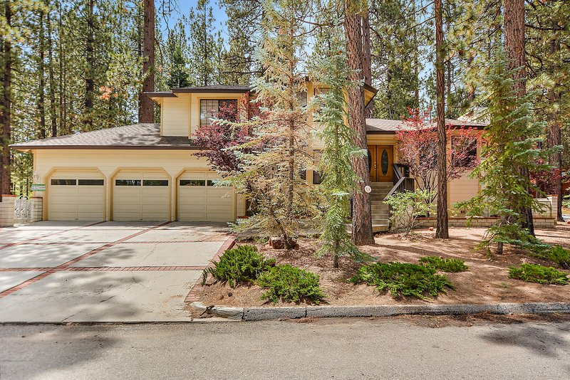 Evergreen Estate - Large Lot with Privacy