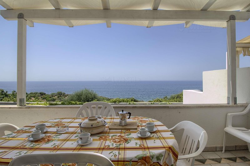 Brigante Front Sea Two Floor House, holiday rental in Marina di Felloniche