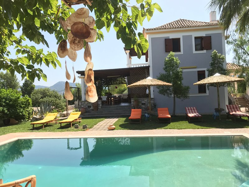 BILLA Loy Loy House PRIVATE POOL, vacation rental in Thermisia
