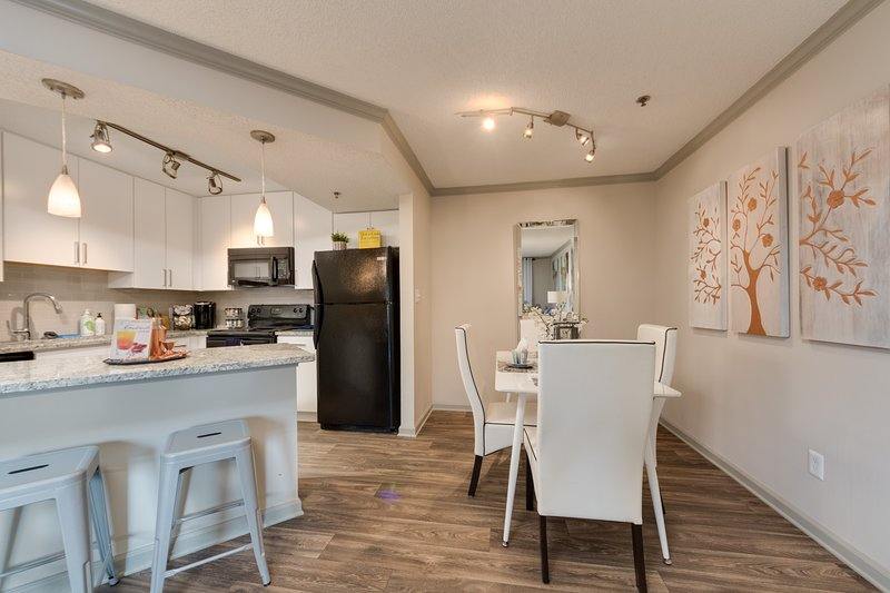 Close to Everything| 55' 4K TV | Fast Wifi | Fully Equipped Kitchen, holiday rental in Atlanta