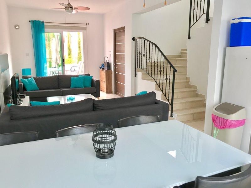 Sala de estar em plano aberto