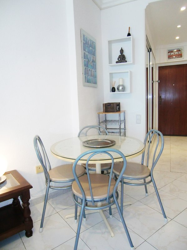 DINNIG ROOM WITH TABLE FOR 4 PERSONS