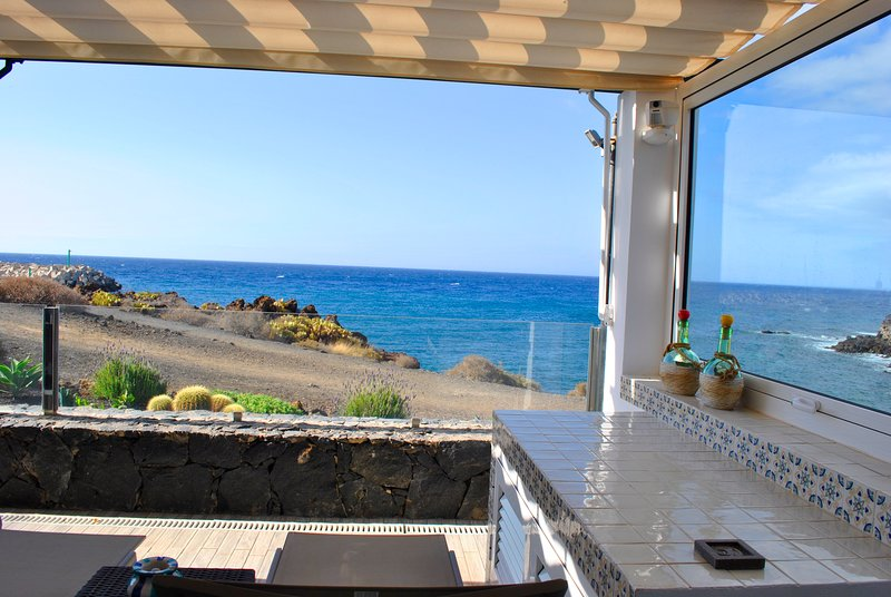Cosy sea front appartment in Amarilla Golf, Tenerife, holiday rental in Golf del Sur
