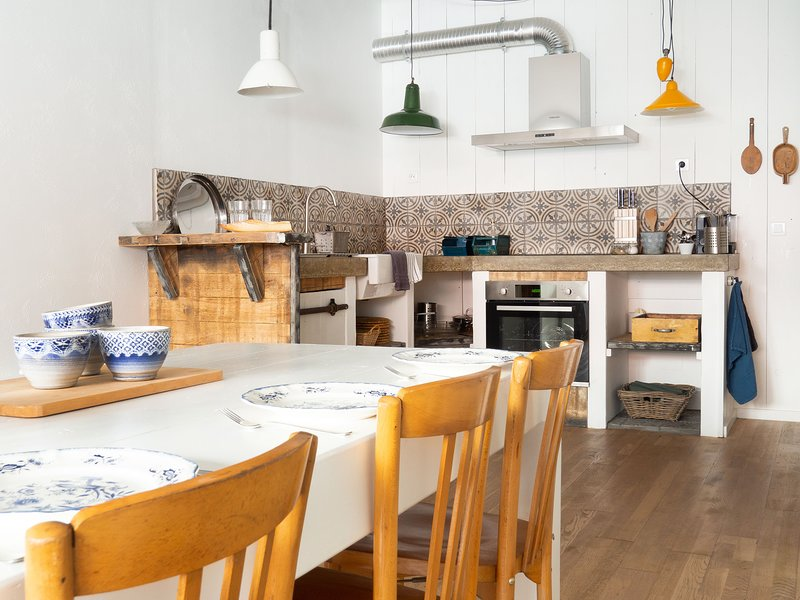 Open ruimte met keuken, eethoek en zithoek