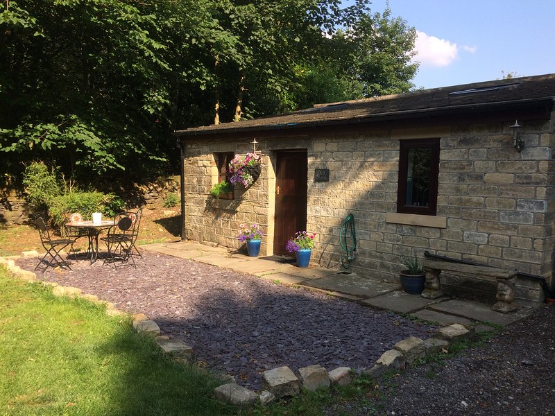 Delf Nook - Peaceful detached woodland cottage in stunning countryside, Halifax, holiday rental in Ripponden