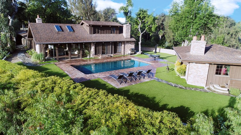 VERY PRIVATE Gorgeous Hilltop Estate with City Views, holiday rental in Beverly Hills
