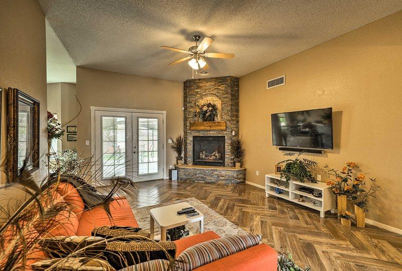 Santa Teresa Home w/ Private Patio Mins to El Paso, holiday rental in Santa Teresa