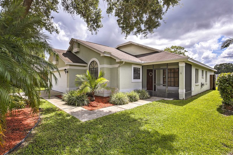 Lakefront Brandon Home w/ Patio & Screened Lanai!, holiday rental in Gibsonton