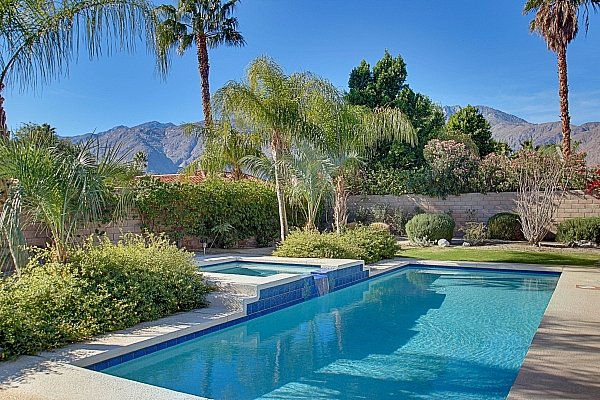 PALM SPRINGS - STYLISH HOME with VIEWS & PRIVATE SALTWATER POOL- from $99/Night, holiday rental in Palm Springs