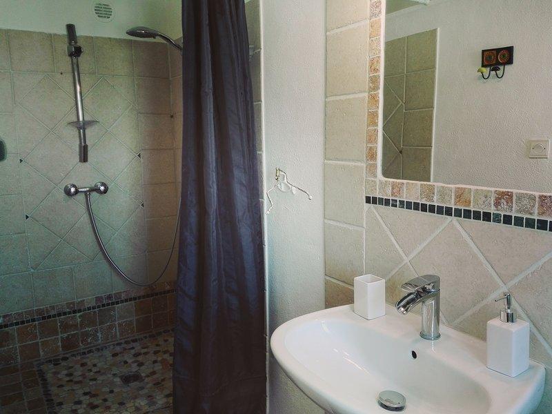 Shower room - Bedroom 5