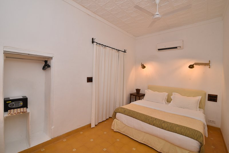 Heritage deluxe room 4, holiday rental in Dona Paula