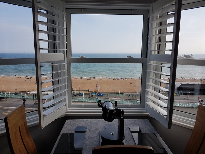 Panoramic Sea Views & Free Parking(off street) Luxury 2 Bed Apt, location de vacances à Brighton and Hove