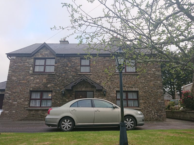 Family home in Clonakilty Town, location de vacances à Rosscarbery