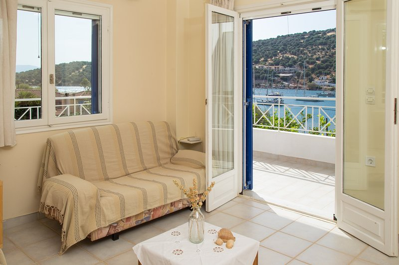 Steps from Sea with great view cozy apt., holiday rental in Oxilithos
