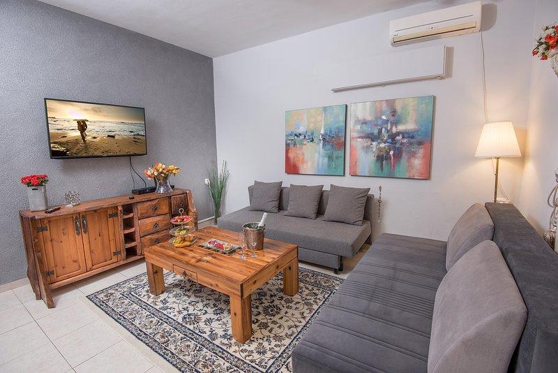 PALM ON THE BEACH-YAEL SUITE 1 BED, aluguéis de temporada em Ben Ami