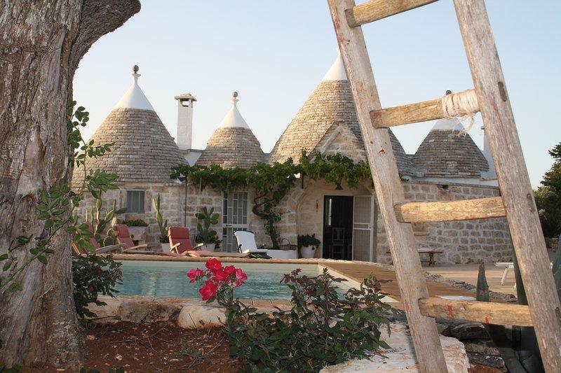 Trullo Fairy County con piscina, alquiler de vacaciones en Cisternino