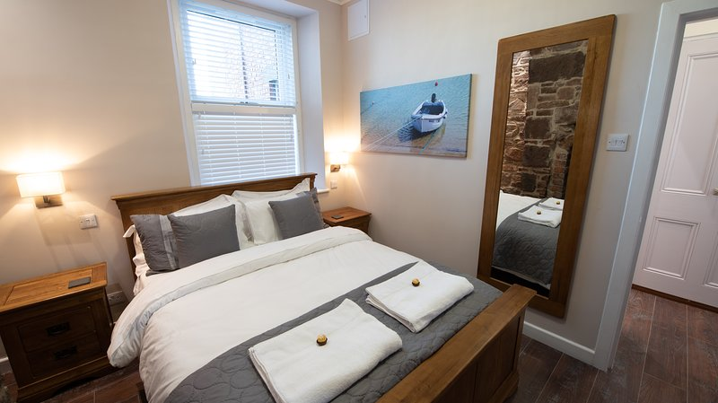 The Harbour Tower - Superior 4 Star Self Catering Apartment, vacation rental in Johnshaven