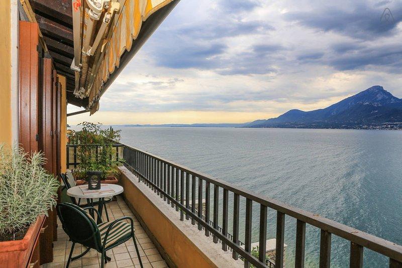 Holiday Apartment with lake view – semesterbostad i Brenzone sul Garda