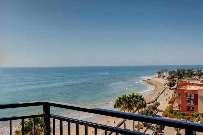 Una vista desde su propio balcón, en cualquier momento del día es increíble y relajante.