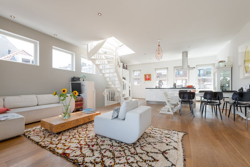 This tastefully furnished 2- bedroom (115 sq. m) loft has everything you need.