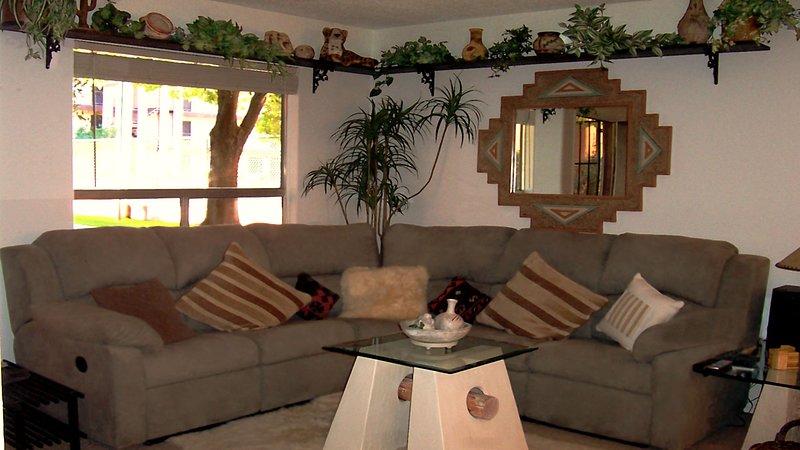 Es reemplazado por un nuevo y cómodo sofá y asiento de amor