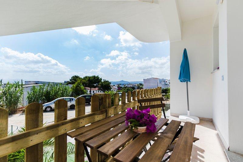 CORBEZZOLO, appartamento con terrazzini, vista mare e 2 bagni, casa vacanza a Calasetta