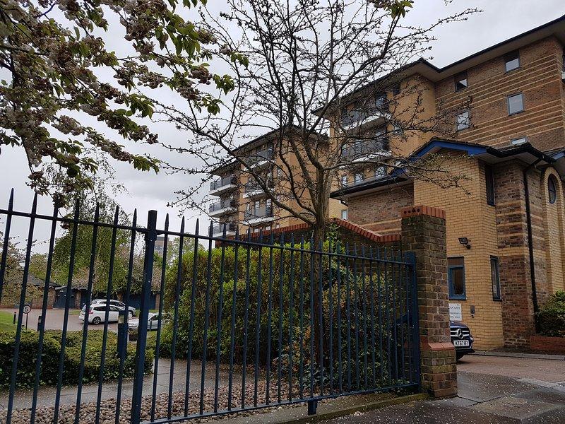 Airy and Bright, 2 Bed Apartment, In Croydon Centre, aluguéis de temporada em Beckenham