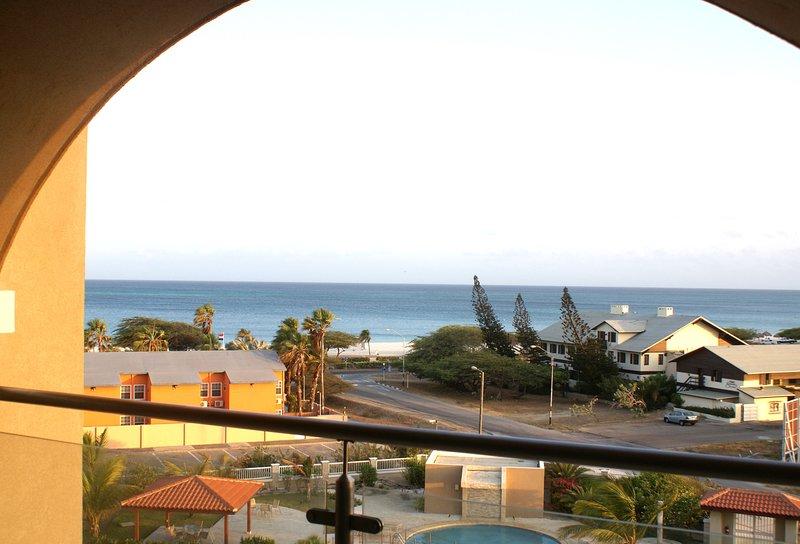 RELAXING DECEMBER BEACH, holiday rental in Oranjestad