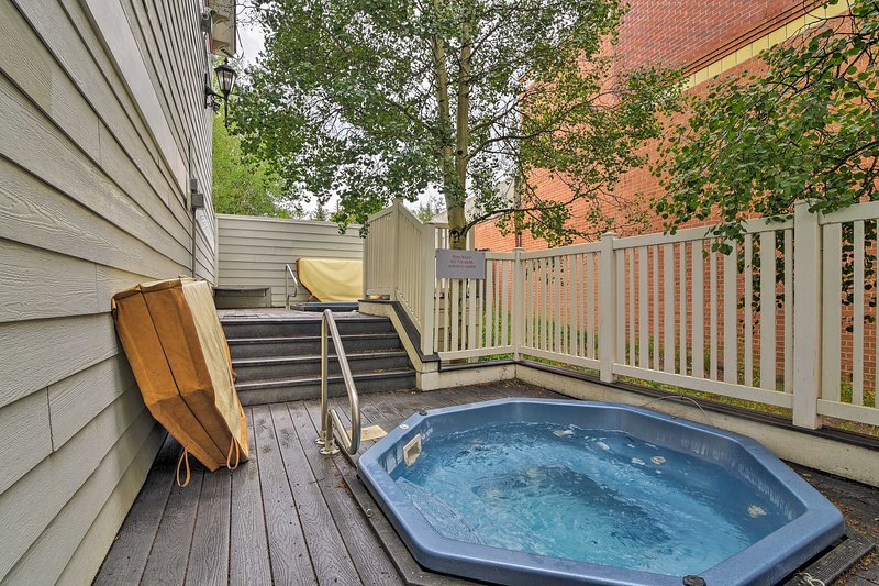 Soak your worries away in one of the community Jacuzzis.