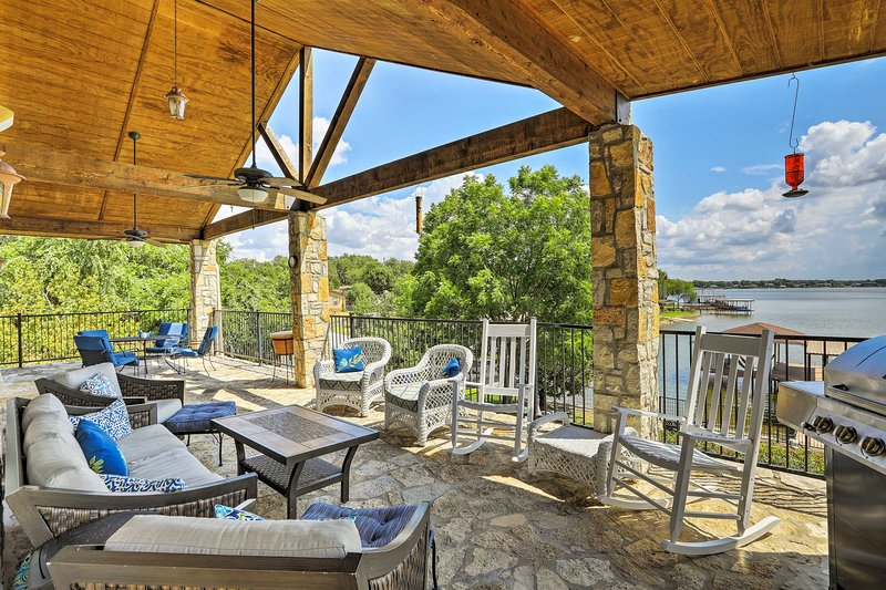 Lakefront Granbury Home w/ Dock, Decks & Views!, vacation rental in Godley