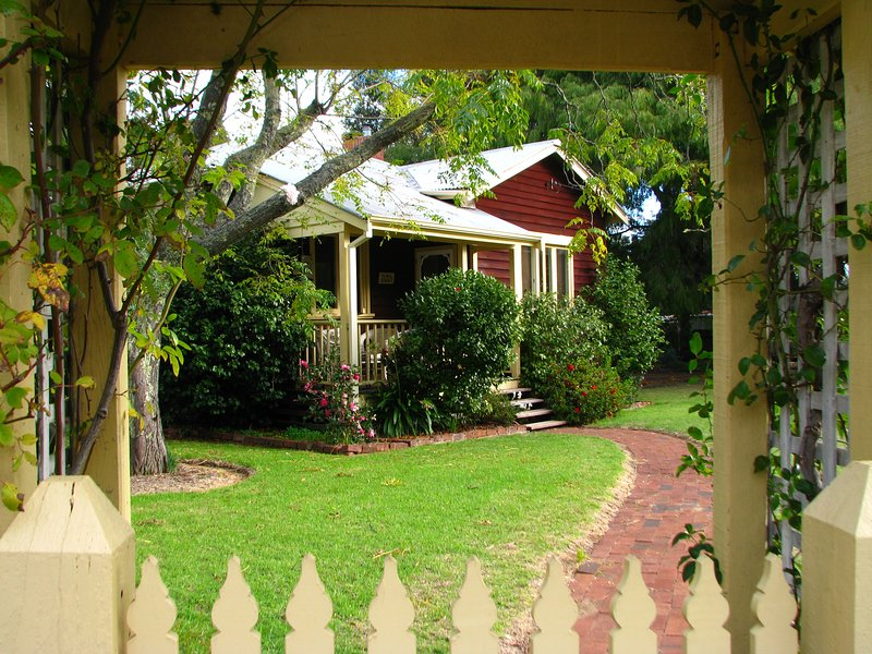 Dwellingup Mill House: self contained holiday cottage in tranquil timber town, holiday rental in Dwellingup