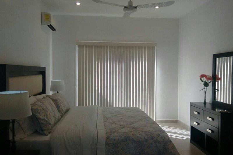 Luxury & Elegant Apartment 2. Min from The Harbor, vacation rental in Merida