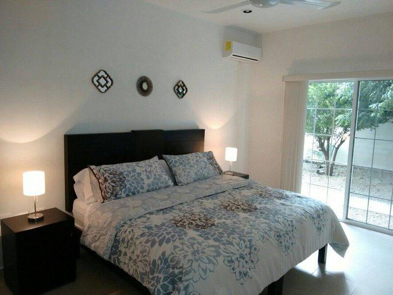 Luxury & Elegant Apartment 1 floor/family & work, vacation rental in Merida