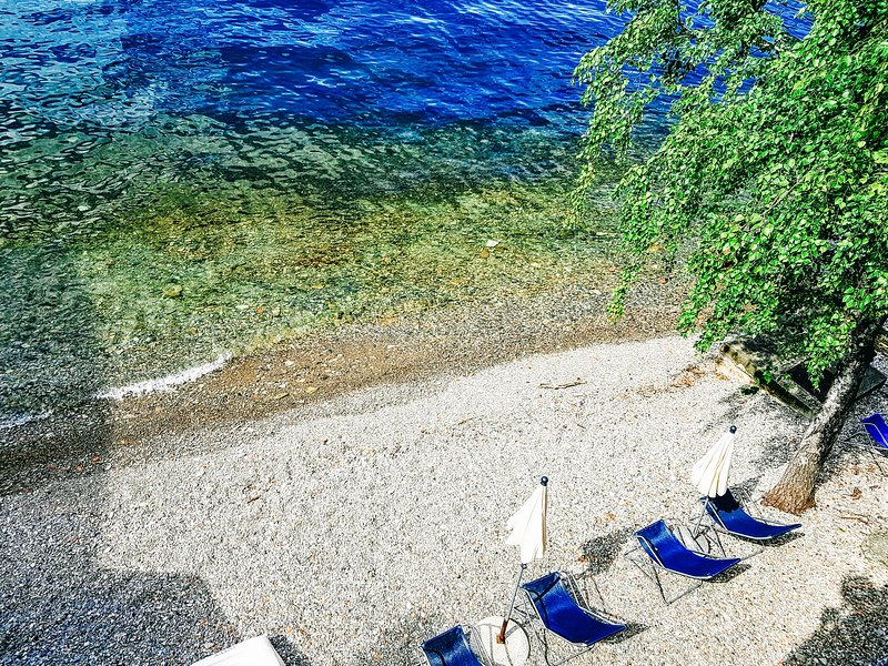Deluxe Apartment Private Beach, Free Parking, Free Wifi, holiday rental in Bellano