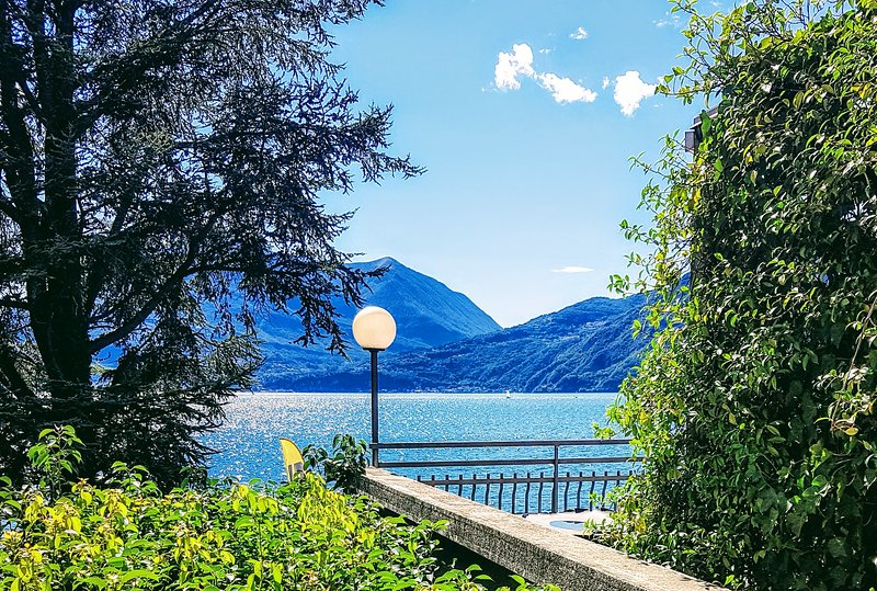 Private Beach, Free Wifi, Free Parking, AC, holiday rental in Bellano