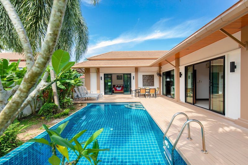 ZEN- a private villa with swimming pool, holiday rental in Ban Trisuk