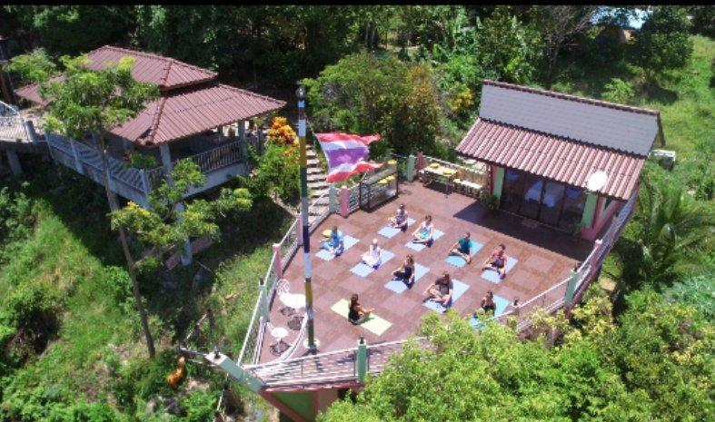 Sun Art Center Mountainside Meditation and Yoga Retreat, aluguéis de temporada em Na Mueang