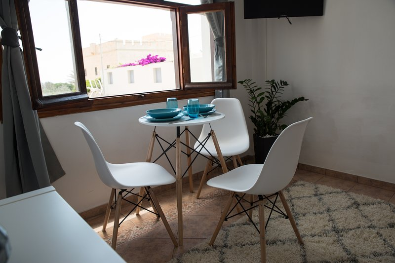 Anemos View - Great location & views, holiday rental in Firostefani