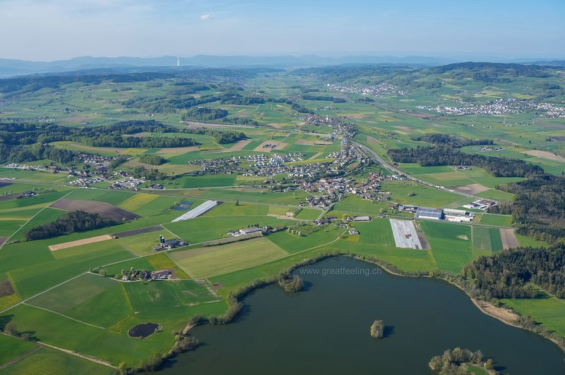 Aerial view of our surroundings with Mauensee in the foreground.