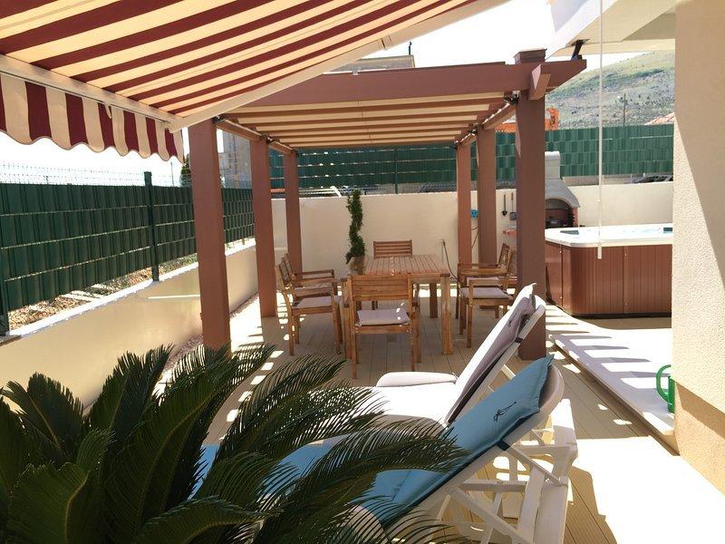 Apartment Tomo & Vida, vacation rental in Donji Seget