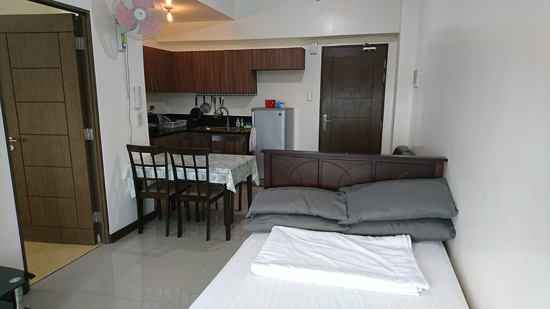 Magnolia Residences | Semi 2BR Condo beside Robinsons Magnolia mall | 4 Adults, vacation rental in Quezon City