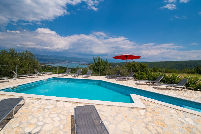 Holiday Apartment Angelina With Seaview And Swimming Pool, vacation rental in Klimno