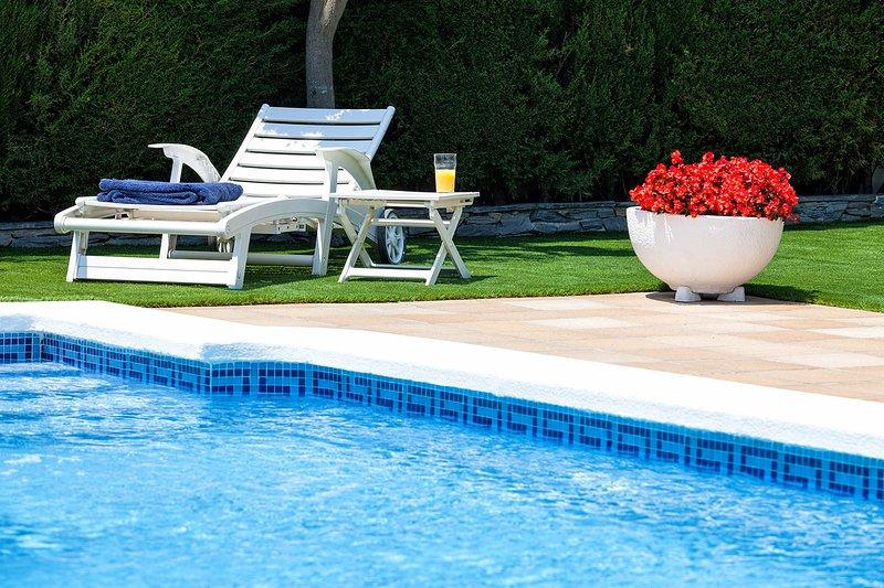 DELFIN - INTIMATE and RENOVATED - House for 8 people with private garden, pool, aluguéis de temporada em El Masnou