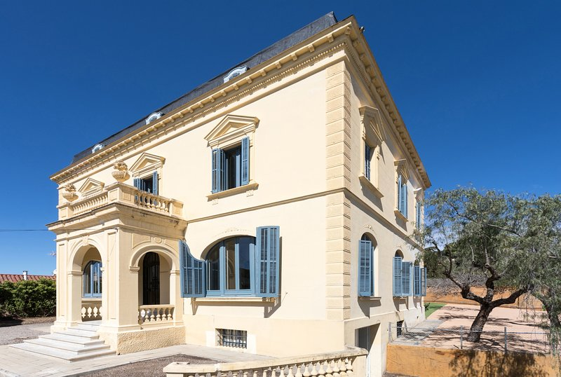CASA MARIEL - HISTORIC AND NEWLY RENOVATED - Elegant house with high ceilings, vacation rental in El Masnou
