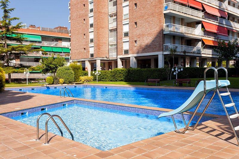 MEDITERRANI -  PEACEFUL APARTMENT IN A NICE COMMUNITY, alquiler de vacaciones en Arenys de Mar