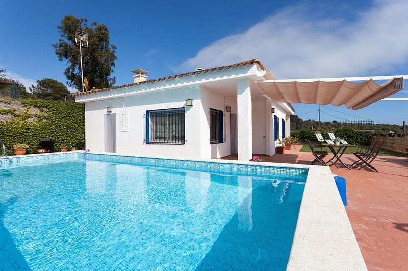 SANT POL DE MAR - ISOLATED AND INTIMATE - PITCH AND PUTT - CALMA Y RELAX, vacation rental in Sant Pol de Mar