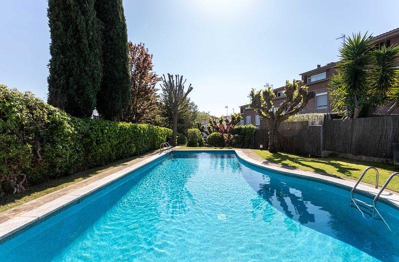 ALZINA - IDEAL FAMILIES AND FRIENDS - Townhouse with shared pool,  parking, location de vacances à Sant Pere de Vilamajor