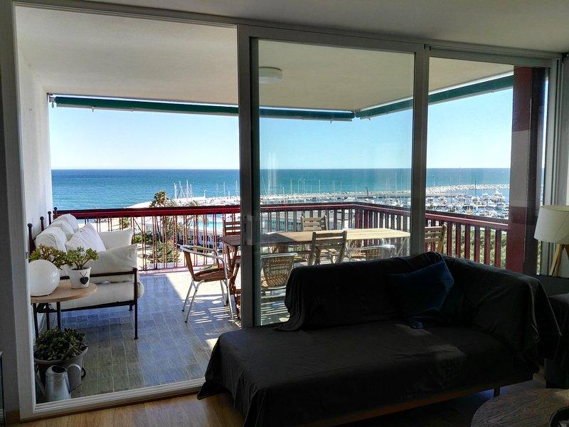 BALIS - IN FRONT OF THE MARINA - Beautiful renovated apartment with incredible, alquiler de vacaciones en Arenys de Mar